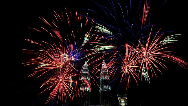Fireworks explode near Malaysia's landmark Petronas Twin Towers in Kuala Lumpur during the New Year 2014 celebrations on January 1, 2014. AFP PHOTO / STRINGER