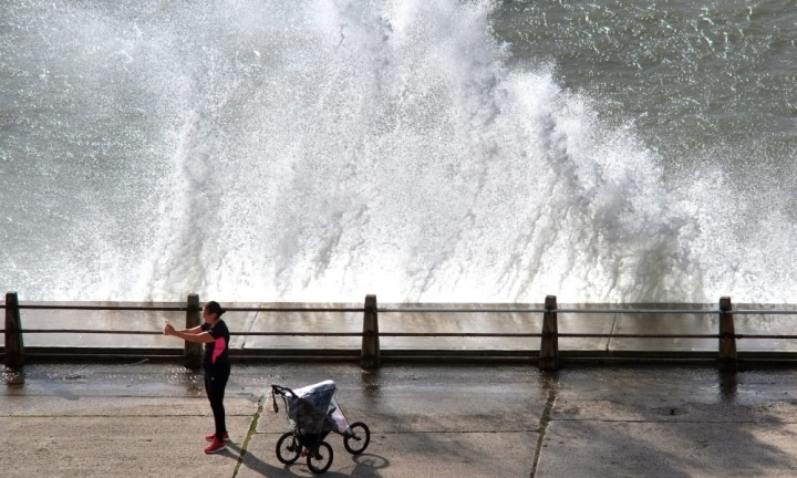 The daring moment mum stops her morning run to take selfies with huge waves