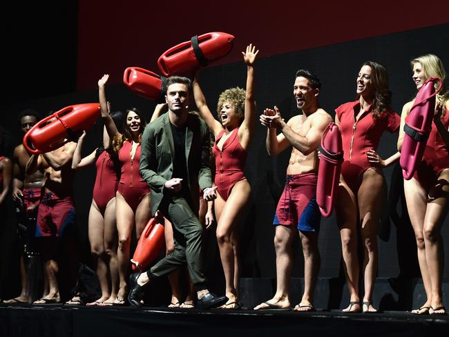 Zac Efron was backed by beach babes as he pumped up Baywatch. Picture: Alberto E. Rodriguez/Getty Images