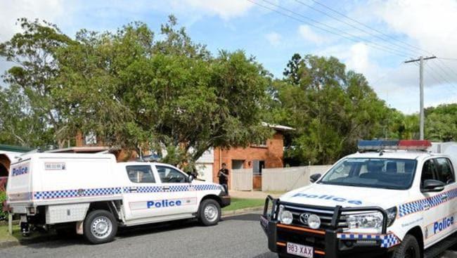 Police at a Mills Avenue property. Photo Rockhampton Bulletin