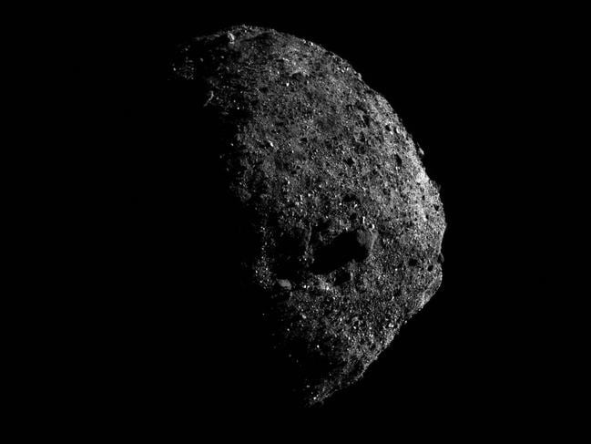 The large boulder – fully visible in the middle – is about 50 metres wide. Picture: NASA/Goddard/University of Arizona