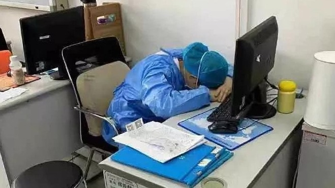 This medic was spotted sleeping at their desk. Picture: Twitter