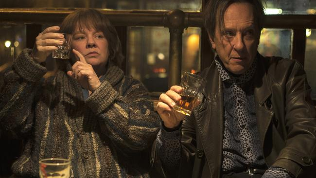 Melissa McCarthy with Richard E. Grant in Can You Ever Forgive Me?