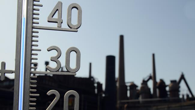 A thermometer show the temperature of over 40 degrees at the Volklingen Ironworks in Volklingen, western Germany on July 24, 2019. Picture: Harald Tittel / dpa / AFP)