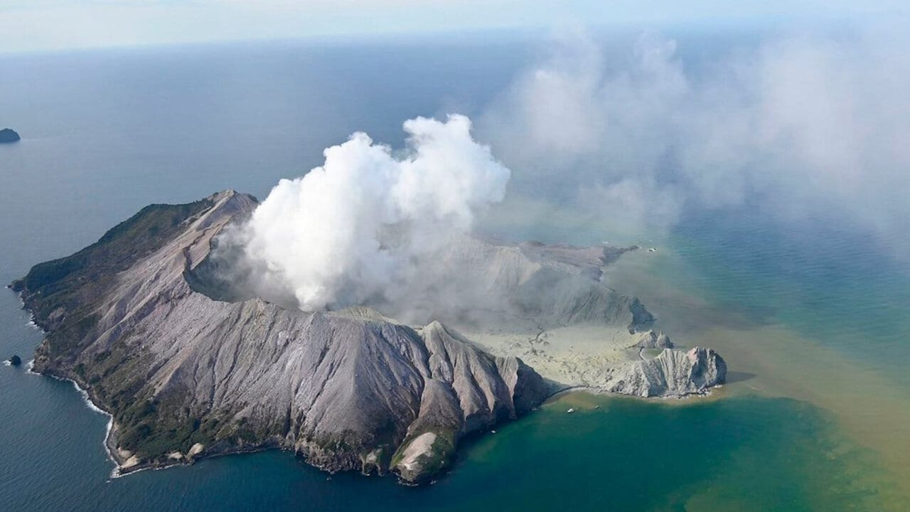 Deadly Volcanic Eruption in New Zealand Leaves Tourists Stranded
