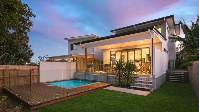 <b>10AM AUCTION:</b> 40 Melbourne Avenue, Camp Hill, Qld 4152