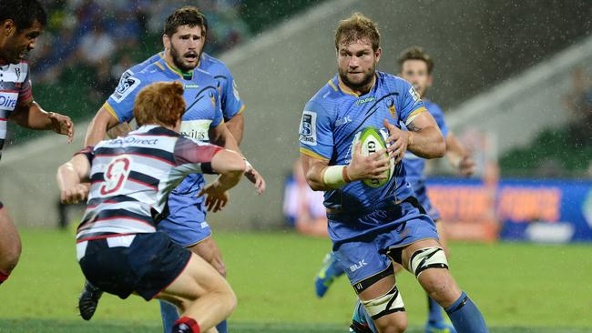 Wallabies back-row forward Ben McCalman re-signed with the Force for another three seasons in 2015.
