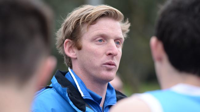 Paul Groves addresses Monash Blues players. Picture: Lawrence Pinder