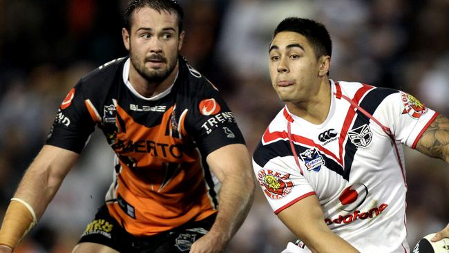 Aaron Woods in his early years lines up Shaun Johnson.