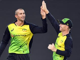 Ashton Agar of Australia, left, high fives his captain David Warner after dismissing Tim Siefert for 12 during the fifth Twenty20 (T20) International Series match between New Zealand and Australia at Eden Park, in Auckland, New Zealand, Friday, February 16, 2018. (AAP Image/SNPA, Ross Setford)  NO ARCHIVING, EDITORIAL USE ONLY, IMAGES TO BE USED FOR NEWS REPORTING PURPOSES ONLY, NO COMMERCIAL USE WHATSOEVER, NO USE IN BOOKS WITHOUT PRIOR WRITTEN CONSENT FROM AAP