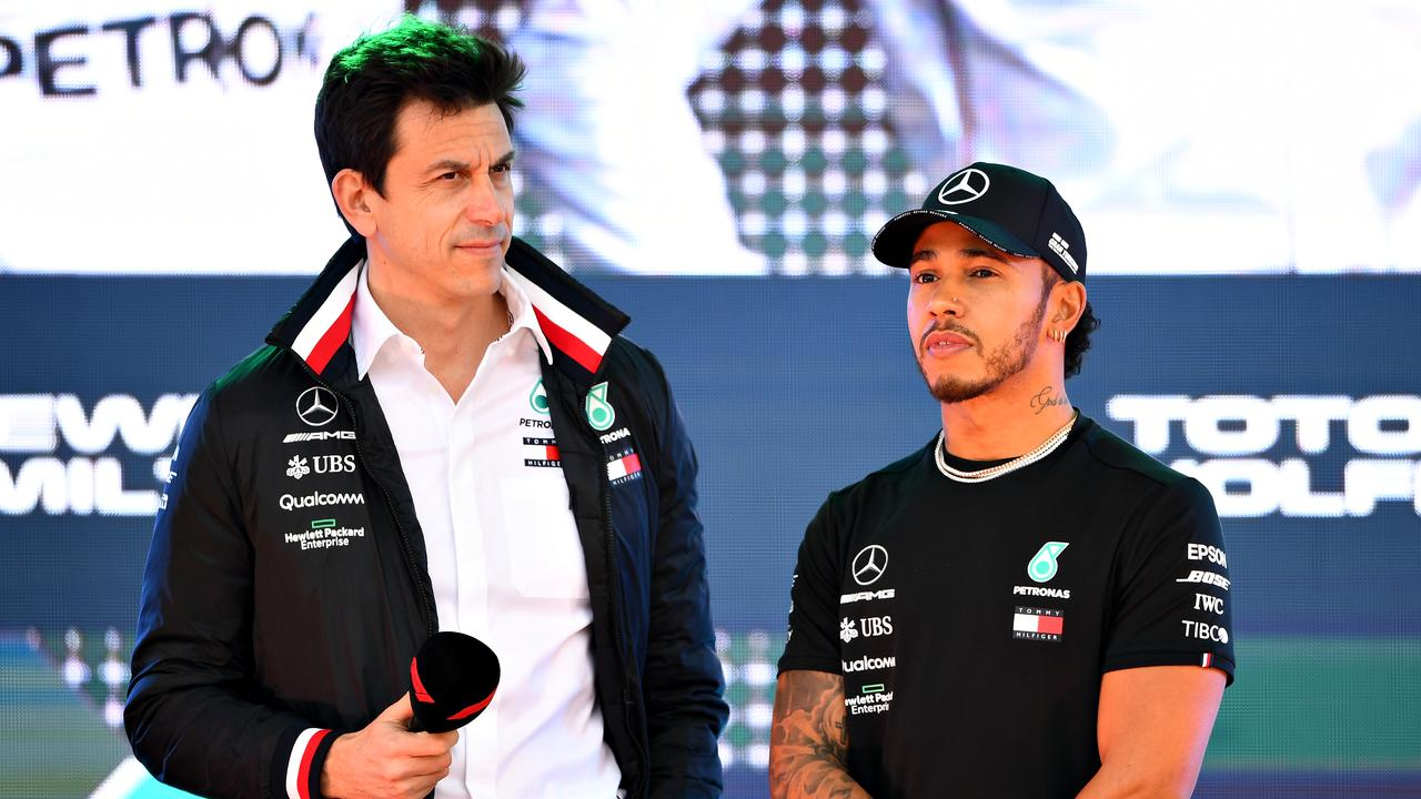 Toto Wolff wants Lewis Hamilton to stay with Mercedes.