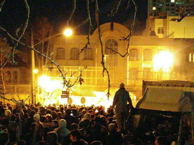 Saudi embassy in Tehran on fire. Iranians storm & set ablaze Saudi embassy in Tehran to protest Shiite cleric's execution. pic.twitter