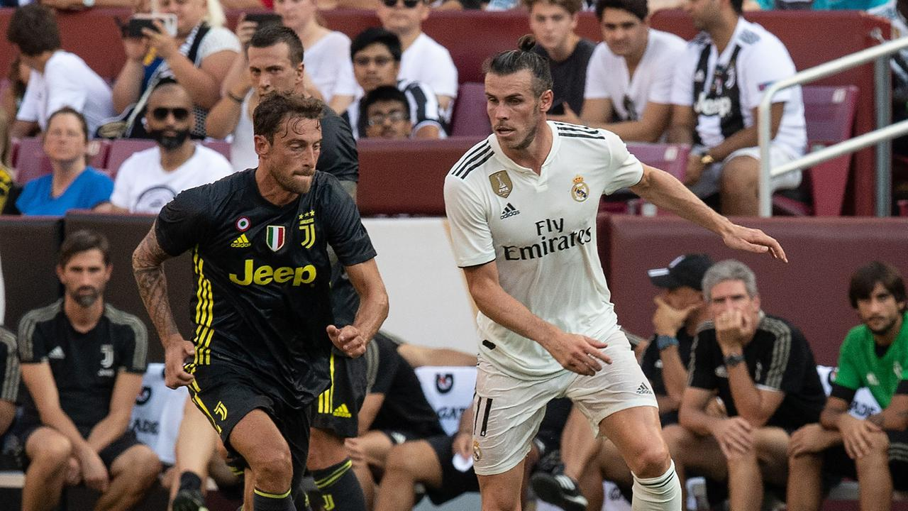 Real Madrid's Gareth Bale (R) is chased by Juventus' Claudio Marchisio.