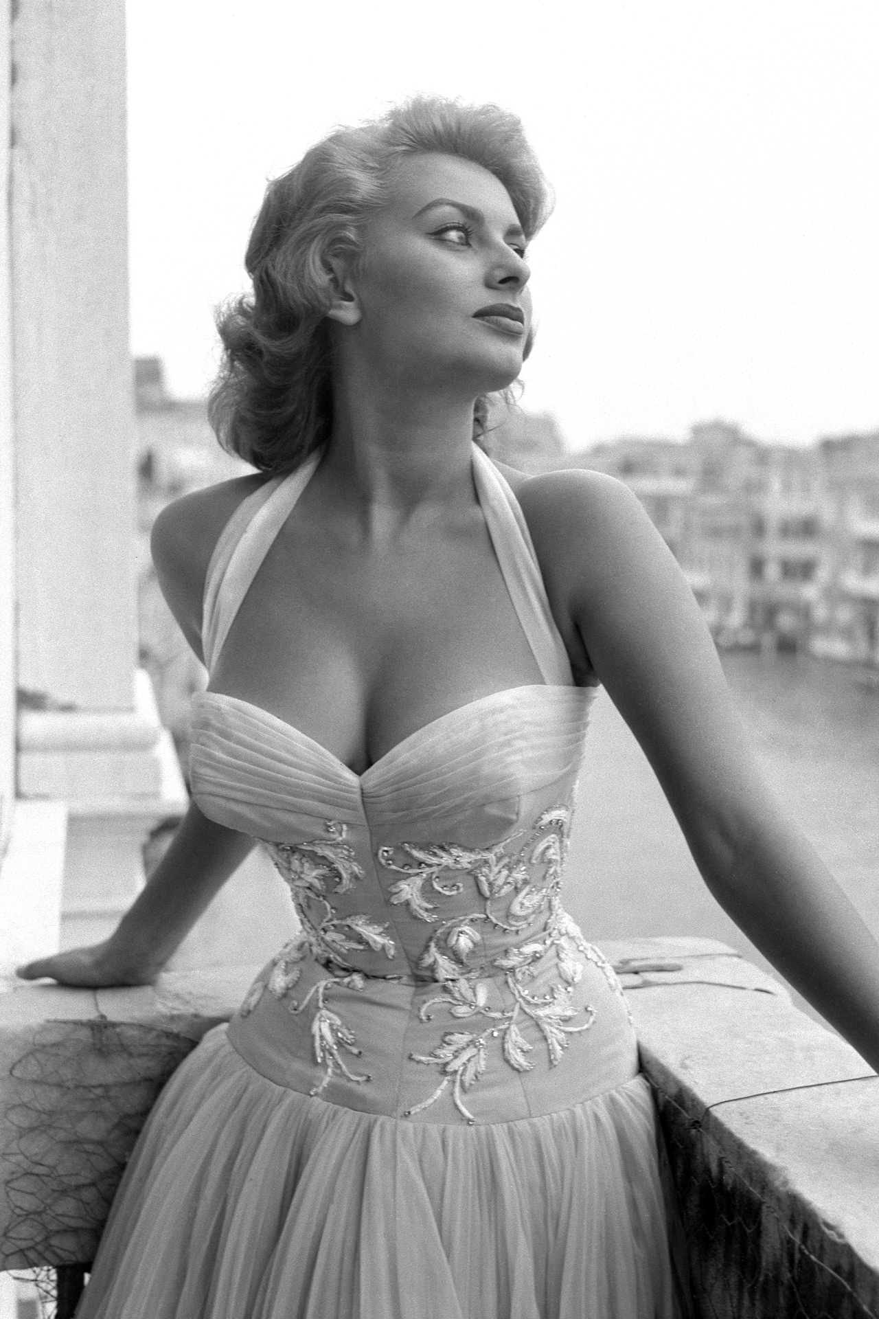 Sophia Loren: a masterclass in high-impact dressing