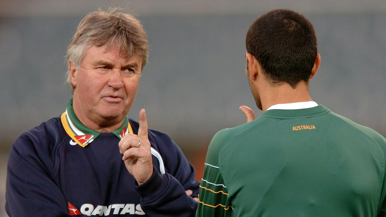 Guus Hiddink speaking with John Aloisi at training, prior to the 2006 World Cup.