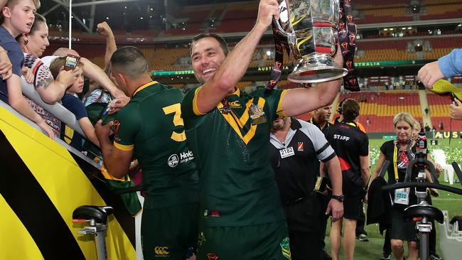 Cameron Smith shows hoists the World Cup trophy in front of the crowd.