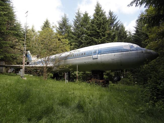 Welcome aboard. The Boeing 727 home is seen in the woods outside the suburbs of Portland, Oregon. Picture: Reuters/Steve Dipaola