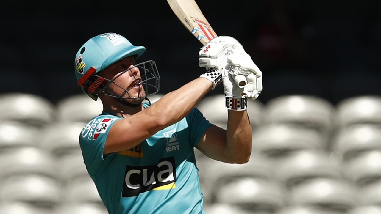 Chris Lynn posted a half-century as his Brisbane Heat claimed a must-win match.