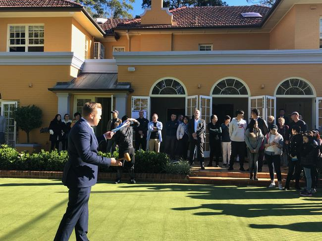Di Jones auctioneer Rob Ward at the sale of 62 Pymble Ave, Pymble.