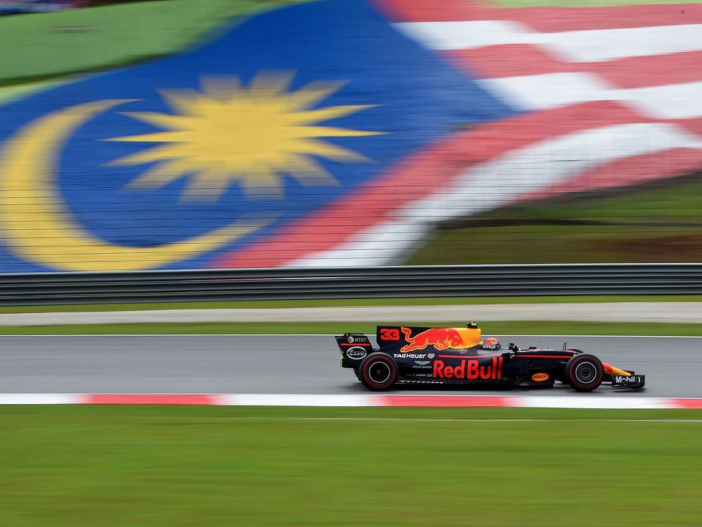TOPSHOT - Red Bull's Dutch driver Max Verstappen drives his car during the Formula One Malaysia Grand Prix in Sepang on October 1, 2017.  / AFP PHOTO / MANAN VATSYAYANA