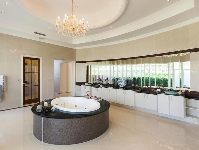 10 Incredible Bathrooms We Want Now