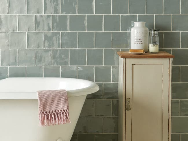Budget bathrooms: Give your bathroom a new look without a complete ...