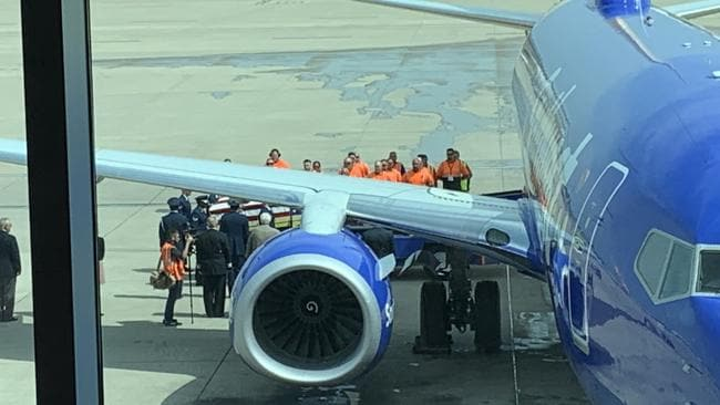 Passengers watched on as the pilot unloaded his deceased father who died in the Vietnam War. Twitter: @JProskowGlobal