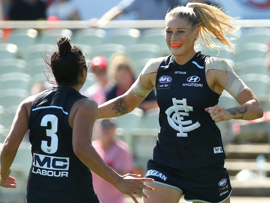 Tayla Harris of the Blues (right) celebrates a goal with team mate Darcy Vescio during the AFLW Preliminary Final match between the Carlton Blues and the Fremantle Dockers at Ikon Park, Melbourne, Saturday, March 23, 2019. (AAP Image/Hamish Blair) NO ARCHIVING, EDITORIAL USE ONLY
