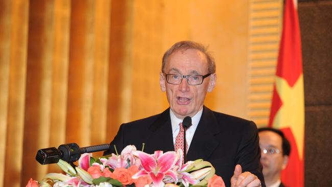 Bob Carr believes Australia can have a good working relationship with both China and the United States. All it will take is some confident diplomacy.