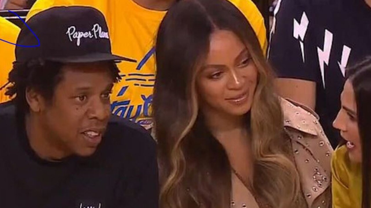 BEYONCES REACTION TO A WOMAN TALKING TO JAY-Z AT B BALL