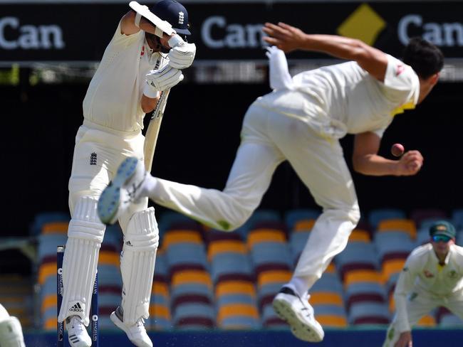 Australia's paceman Mitchell Starc (R) bowls to England's Stuart Broad.