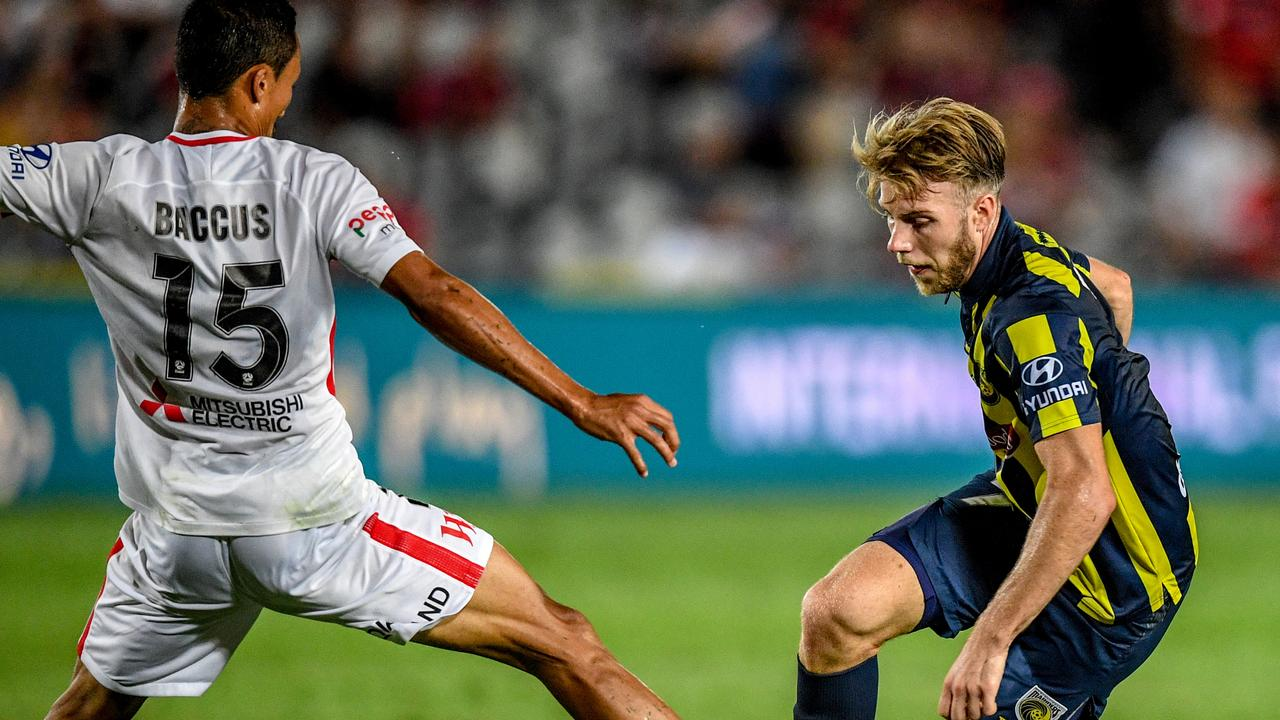 Andrew Hoole has been dropped from the Mariners squad to face Wellington Phoenix.