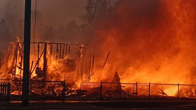 Dramatic footage of a property on fire in Rappville during the bushfires.