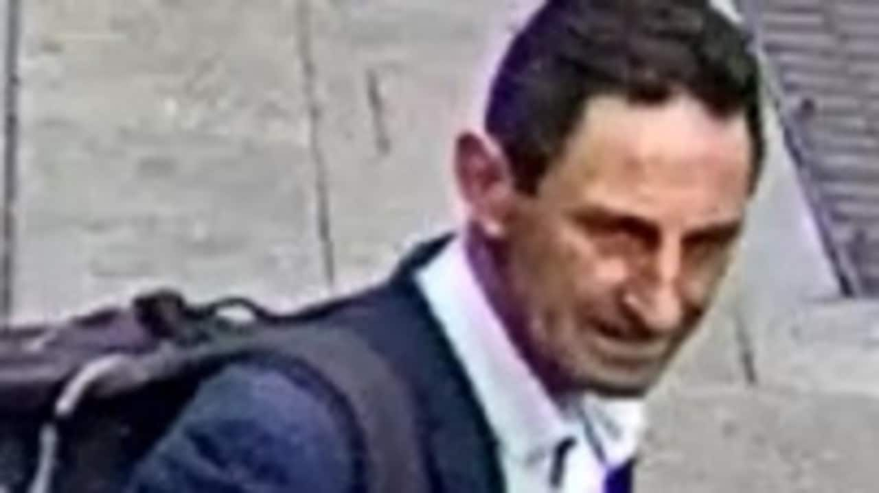Police hunt man who drew penis pictures on pavement using e-bike thumbnail
