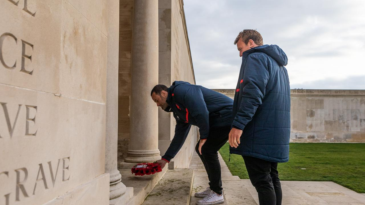 Boyd Cordner and Jake Friend lay a wreath at the battlefields (CREDIT: ROOSTERS DIGITAL)