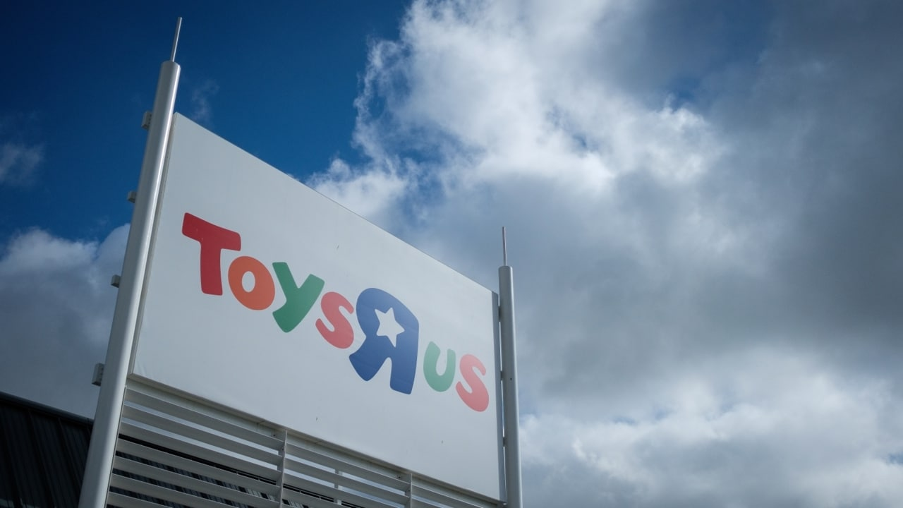 Toys r us australia closing date and best sales hundreds of people are set to lose their jobs when embattled retailer toysr us stores australia shuts down administrators failed to find a buyer for the gumiabroncs Image collections