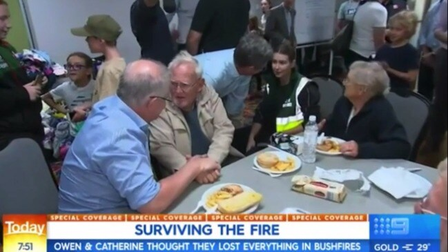 Fire victim that broke down in front of PM returns home (Today)