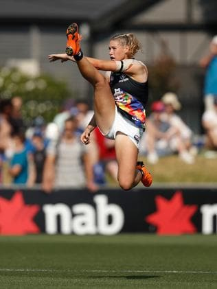 The immortal kick. (Photo by Michael Willson/AFL Media)