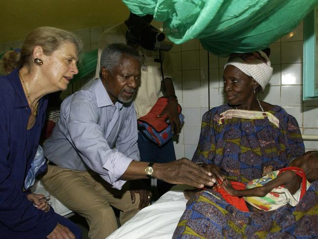 Former United Nations Secretary General Kofi Annan and his wife, Nane, visit the paediatric Service of the Zinder Hospital in Zinder, Niger, in 2005. Picture: AP
