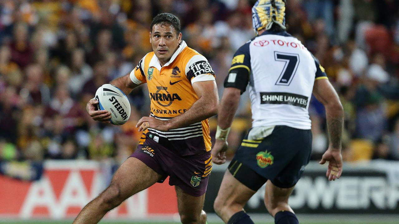 Former Brisbane Broncos skipper Justin Hodges has announced he'll attempt a pro boxing stint, after retiring from the NRL at the end of the 2015 season.