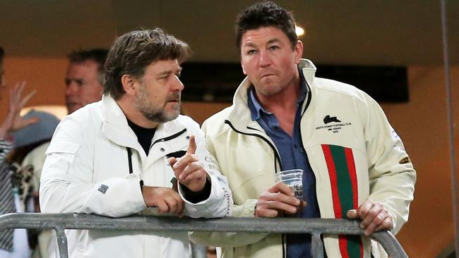 Russell Crowe talks to Mark 'Spud' Carroll before a Rabbitohs game.