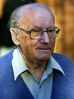 Famed Australian cricketer Sir Donald Bradman at home in Adelaide in 1998.