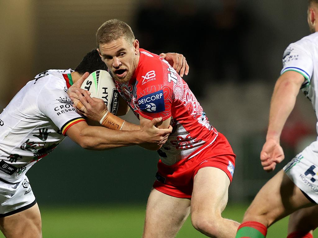 Matt Dufty tries to avoid the Bunnies' defence