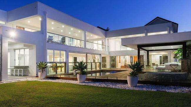 """This Hope Island mansion has hosted a tonne of celebrities like Brad Pitt and Angelina Jolie, to Pink, Johnny Depp, Harry Styles and Dave Grohl. <a href=""""https://www.realestate.com.au/sold/property-house-qld-hope+island-126632438""""></a>"""