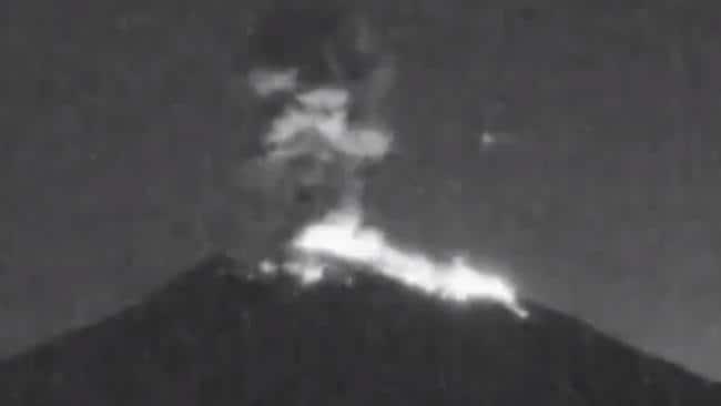 Bali S Mount Agung Volcano Erupts Overnight Spewing Ash 2km High