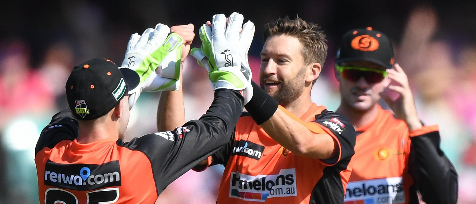 Andrew Tye of the Scorchers (centre) celebrates the dismissal of Sam Billings of the Sixers during the Big Bash League (BBL) cricket match between the Sydney Sixers and Perth Scorchers at the Sydney Cricket Ground (SCG) in Sydney, Saturday, December 23, 2017. (AAP Image/David Moir) NO ARCHIVING, EDITORIAL USE ONLY