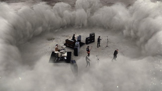 Jimmy Barnes and his band among the ruins of the SFS in the video.