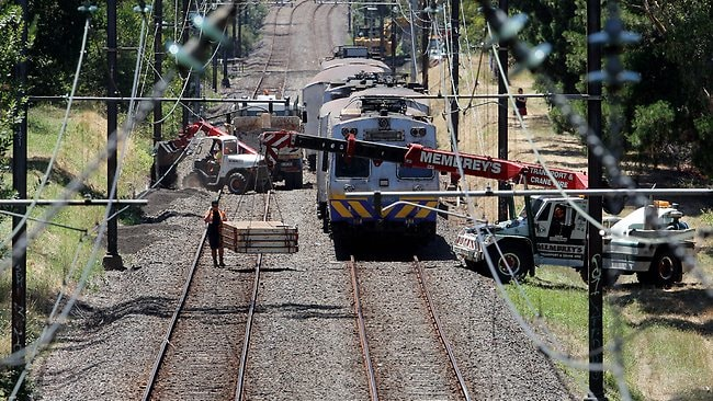 Pressure grows to fix Melbourne's rail network after heat