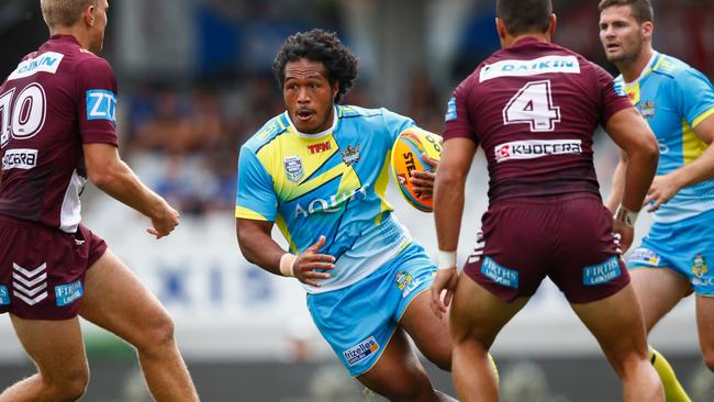 Agnatius Paasi runs at the Manly defensive line at the Auckland Nines.