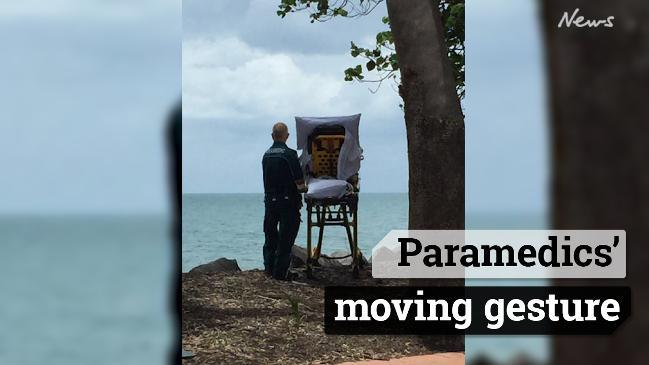 Paramedics' moving gesture